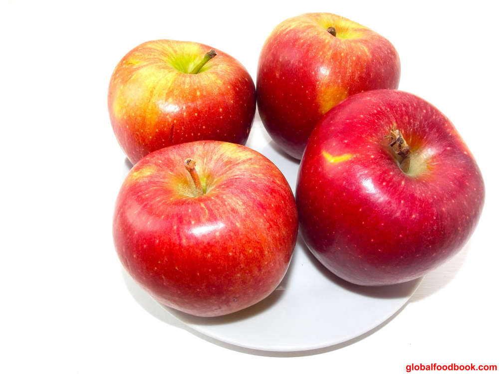 15 REASONS WHY EATING AN APPLE A DAY KEEPS THE DOCTOR AWAY