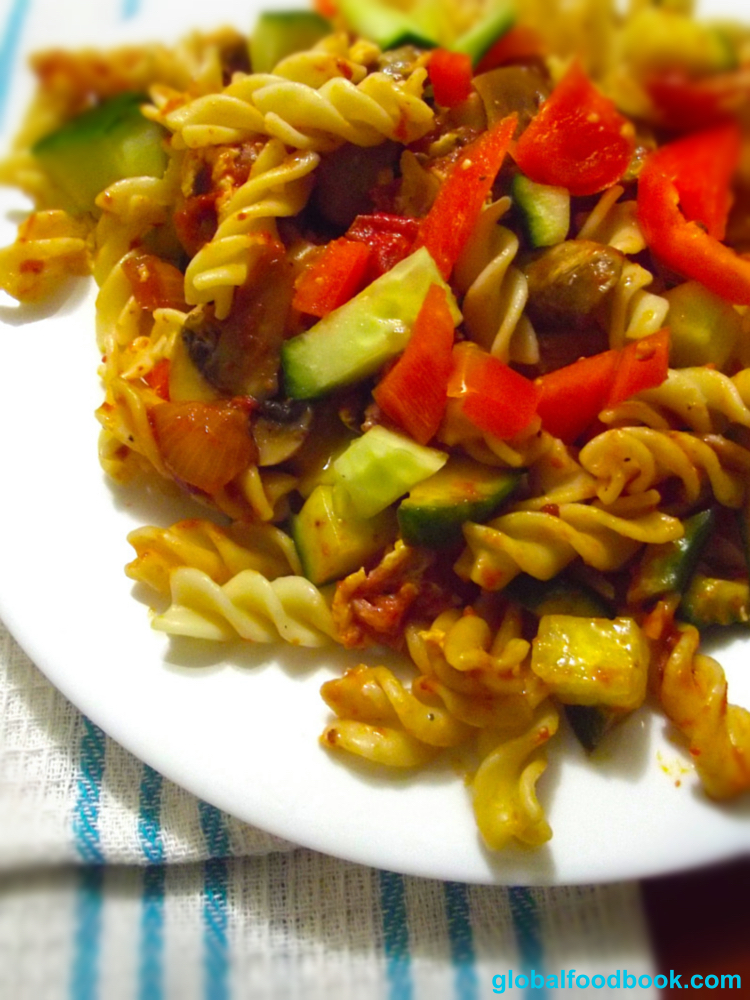 TOMATO SAUCE FUSILLI WITH VEGETABLES