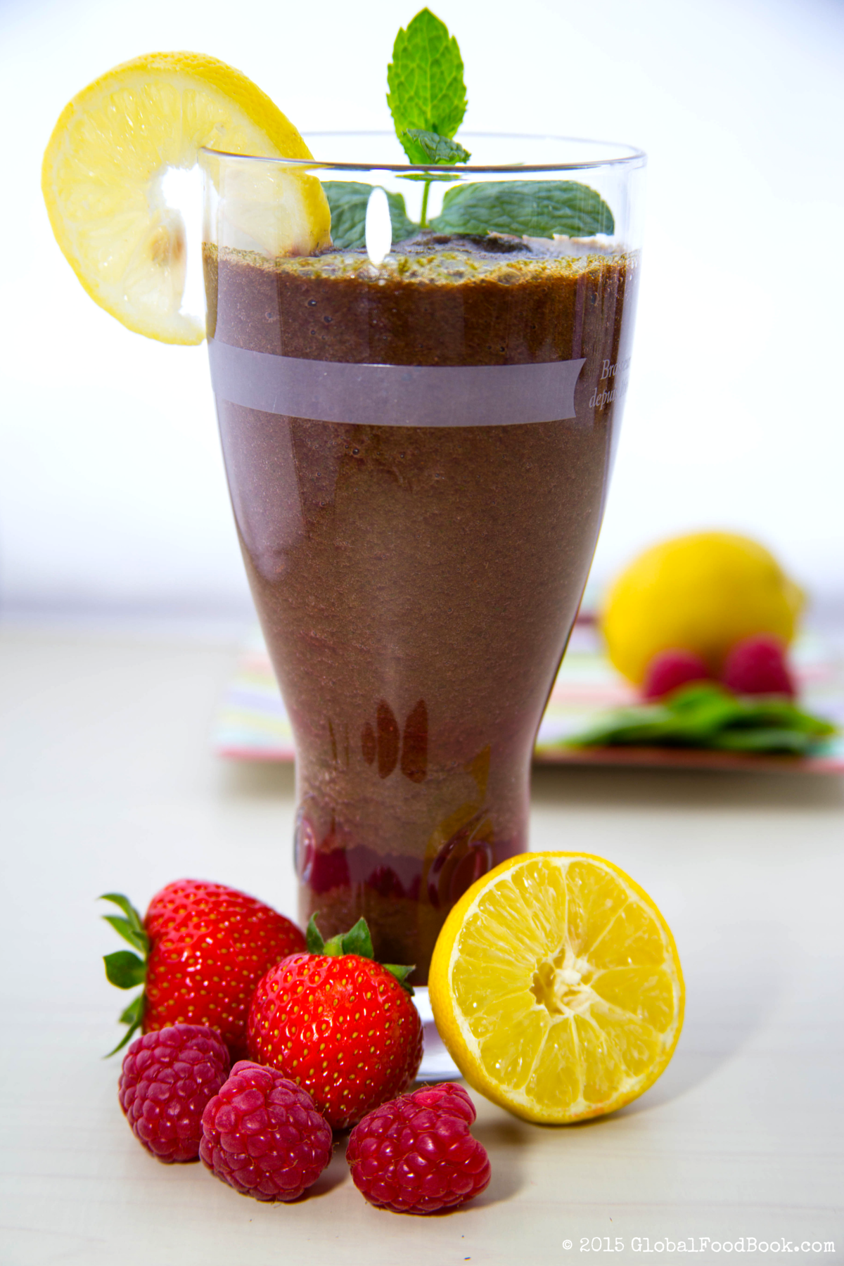 lettuce, rapsberry, strawberry and lemon smoothie (2)