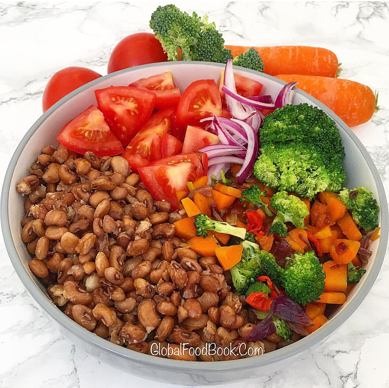 BEANS WITH VEGETABLES SAUCE